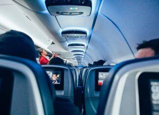 stewardessa zarobki