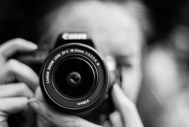 Praca fotografa