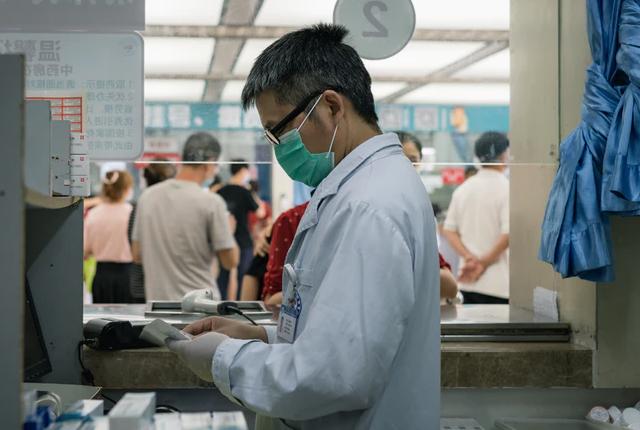 Ile zarabia się w służbie ochrony zdrowia