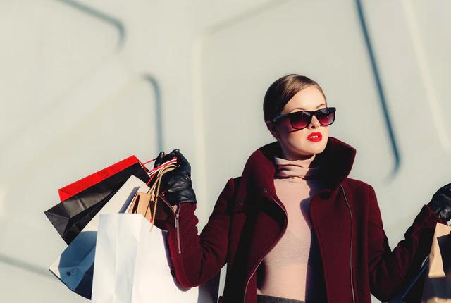 Ile zarabia projektant mody