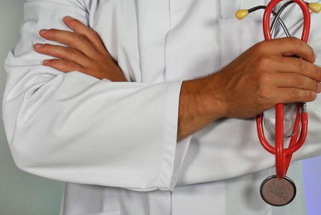 Lekarz – etat czy własna działalność