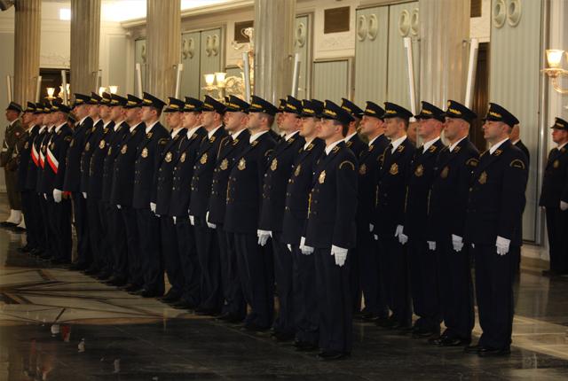 Ile zarabia się w straży marszałkowskiej